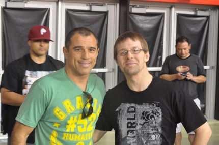 He also took a moment to let a random blue belt get a picture with him at the 2002 Mundials.